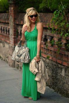 Como combinar un maxi vestido azul
