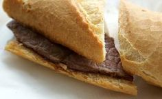Bocata de ternera.      Bocadillos fríos y calientes, perritos (hot dogs), sándwiches y hamburguesas (burguers).     http://www.maremondo.es/