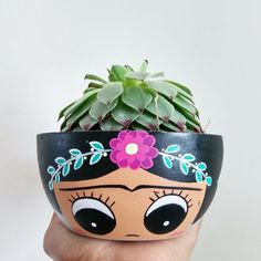 Flower Pot Art, Flower Pot Design, Flower Pot Crafts, Clay Pot Crafts, Painted Plant Pots, Painted Flower Pots, Flower Pot People, Pottery Painting Designs, Plastic Bottle Crafts