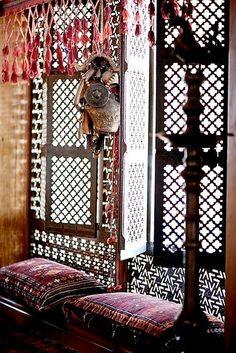 Moorish window seat and fretwork screened windows Bohemian House, Bohemian Interior, Bohemian Decor, Bohemian Style, Bohemian Room, Bohemian Design, Moroccan Design, Moroccan Decor, Moroccan Style