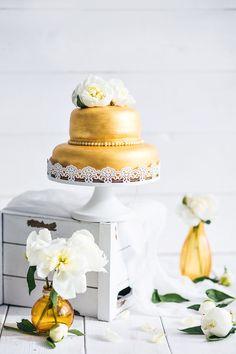 В тренде: свадебные торты с эффектом металлик. .Elegant Wedding Cake with Metallic Effect.
