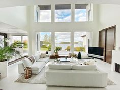 Dreamy windows & open spaces are my absolute favorite! Minimalist Interior, Minimalist Decor, Minimalist Design, Living Room Inspiration, Interior Design Inspiration, Living Room Designs, Living Room Decor, Tumblr Rooms, Outdoor Furniture Sets