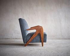 Le Salon Art + Design a New York : Fauteuil Tridente, Lina Bo Bardi, circa 1950 (Axel Vervoordt) Vintage Furniture, Home Furniture, Furniture Design, Art Design, Interior Design, Console, Low Chair, Salon Art, New York Art