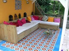 Patio. Make this out of pallets spray paing white or grey and then put big patio cushions on top. Love the L shape