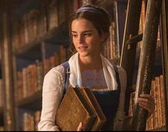 La Belle et la Bête : les toutes premières images d'Emma Watson en Belle - Momes.net