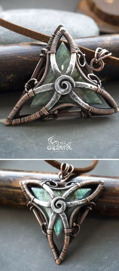 Triangle wire wrapped pendant // Copper and silver triangle pendant with labrado. - Triangle wire wrapped pendant // Copper and silver triangle pendant with labradorite // Rustic paga - Wire Pendant, Wire Wrapped Pendant, Wire Wrapped Jewelry, Pendant Necklace, Wire Crafts, Jewelry Crafts, Handmade Jewelry, Copper Jewelry, Wire Jewelry