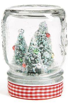 Mason Jar snow globe. The cutest Christmas decoration!