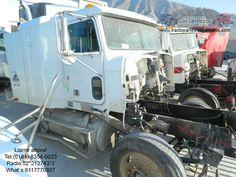 Cabina Freightliner 2001 equipada con camarote FLD120 Freightliner, asientos, tablero FLD 120, vestiduras, tanques de diesel con soportes y cinchos.