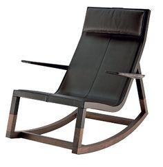 Don'do, de madeira curvada e pés de carvalho,  0,79 x 1,02 x 0,90 m, de Jean Marie Massaud.  Poltrona Frau