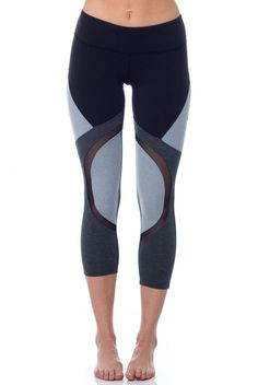 Divide and conquer in the Splits 59 Division Capri. Featuring a bold colorblock design in Black/Heather Grey, with mesh panel detailing in front and back, this capri boasts eye-catching style and breathability.