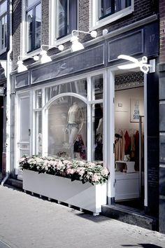 Ideas para la decoración de una tienda de ropa de damas