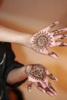 girl tattoo designs dragon: Simple Mehndi Designs For Girls Mehandi Designs For Kids, Arabic Henna Designs, Best Mehndi Designs, Simple Mehndi Designs, Tattoo Designs For Girls, Dragon Henna, Diwali, Henne Tattoo, Mehendhi Designs