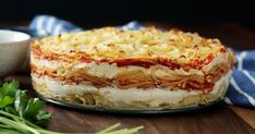 Recipe with video instructions: Because spaghetti pie was so last season, enjoy it now in cake form with layers of pasta, bolognese, mozzarella, ricotta and more. Spaghetti Pie, Baked Spaghetti, Spaghetti Noodles, Spaghetti Casserole, Spaghetti Recipes, Pasta Recipes, Italian Dishes, Italian Recipes, Queso Ricotta