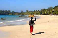 Ngapali Beach is one of the great destinations in Myanmar and also the most beautiful beach in Myanmar. Ngapali beach is beautiful stretches of sand on the Gulf of Bengal. Travel Essentials, Travel Tips, Ngapali Beach, Beach Reading, Most Beautiful Beaches, Things To Do, Tours, Bengal, Water