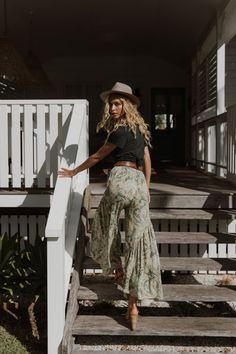 Modern Gypsy Fashion, Boho Fashion, Fashion Dresses, Modern Hippy, Modern Hippie Style, Steampunk Fashion, Gothic Fashion, Mode Hippie, Summer Outfits