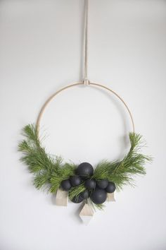 Eye-Catching Scandinavian Christmas Decorating Ideas - Do you want to keep your Christmas decorations nice, trendy and minimal? How about try something new this holiday season? You may want to try Scandinavian Christmas decorating. Noel Christmas, Simple Christmas, All Things Christmas, Christmas Crafts, Xmas, Christmas Ideas, Hygge Christmas, Coastal Christmas, Christmas Inspiration