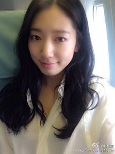 cool Park Shin Hye selca before heading for shangai