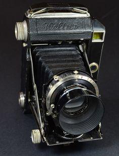 Welta Weltur 4,5x6 Black version.  German MF rangefinder Folder produced c1936.