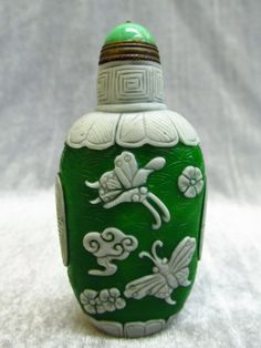 Chinese Peking Glass Carved Butterfly Pattern Snuff Bottle • $36.99