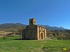 La ermita de Santa María de La Piscina se halla en la ladera sur de Sierra Cantabria, aislada sobre un collado y con una buena panorámica del valle del Ebro, aledaña a la aldea de Peciña en el municipio de San Vicente de la Sonsierra.