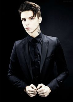 ok I don't listen to bvb BUT ANDY BIERSACK IS SO BEAUTIFUL SO HERES MY ANDY BIERSACK APPRECIATION POST