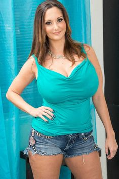 Chesty mom Ava Addams flaunting massive juggs after stripping naked at Mature Pussy . Ava Adams, Thing 1, Porno, Sexy Jeans, Sexy Stockings, Old Women, Indian Actresses, Gorgeous Women, My Girl