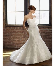 .Timelessinspirations I just love the roses on this gown!So unusual and so romantic <3  On sale for £795 #huntmydress #romance