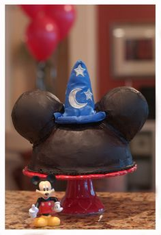 Mickey Mouse Cake Tutorial (http://www.sansomfamily.com/?p=364#)