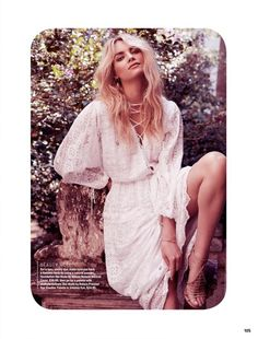 ☆Elyse Taylor looks bohemian chic in lace Ministry of Style dress with Tony Blanco heels