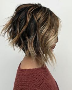 Inverted Bob With Highlights Light and dark brown hair with highli. Inverted Bob With Inverted Bob Hairstyles, Short Layered Haircuts, Short Hair Cuts, Short Hair Styles, Hairstyles Haircuts, Longer Bob Hairstyles, Inverted Bob With Layers, Wavy Inverted Bob, Medium Hairstyles
