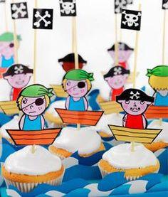 Als je zo lang op zee hebt rondgezworven, is zo'n #piraten #traktatie een ware schat! Maak er flink wat, want met één piraat heb je nog lang geen piratenbende! Maak ze samen met jouw kind en je hebt meteen een gezellige piratenmiddag. Kijk voor het #recept op: http://www.bakkenvooreenfeestje.nl/traktaties-maken/piraten-traktatie/