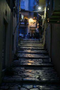 Korfu by gir Korfu noe få av de andre greske øyene kan skilte med: En ekte labyrint med plass på verdensarvlista! Corfu