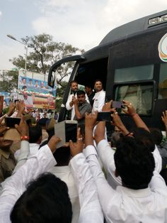 Rahul gandhi road show in lucknow