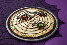 This is one spider web we couldn't mind getting caught in -- OREO Spider Web Cookie Pizza #oreorecipe