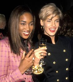 BAZAAR has compiled 36 of the best supermodel beauty moments from the including Kate Moss, Naomi Campbell, Tyra Banks and more. Top Supermodels, Original Supermodels, Naomi Campbell 90s, 90s Models, Linda Evangelista, Timeless Beauty, Hair Inspo, 90s Fashion, Your Hair