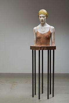 Bruno Walpoth      Die grüne Mütze - nutwood - cm. 170 x 49 x 45 - 2014