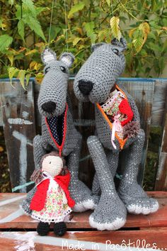 Loup crocheté main - Made in Pacôtilles. Dinosaur Stuffed Animal, Blog, Creations, Quilting, Embroidery, Toys, Crochet, How To Make, Animals