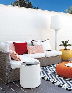 #Terraza blanca con un toque de color