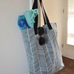 Planning a beach day? This Aspegren bag is excellent for all your stuff! #aspegren #grinandbeam #bag #goingtothebeach #webshop