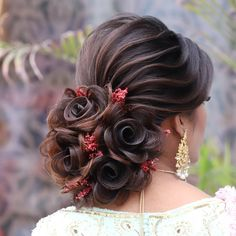 This look totally change your look Bridal Hairstyle Indian Wedding, Long Bridal Hair, Bridal Hair Buns, Bridal Hairdo, Indian Wedding Hairstyles, Wedding Hairstyles For Long Hair, Bride Hairstyles, Cut Hairstyles, Trending Hairstyles