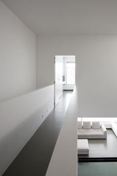White Out, minimalist city house in Belgium _