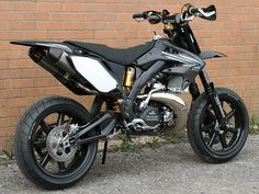 A very cool CR500 supermoto. Easy to powerslide and wheelie I think. Loads of fun until captured no doubt.