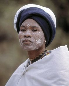 Woman of the Xhosa tribe, South Africa. Just to get something the people of my tribe don't dress like this today its not This type of dress is for traditional events Tribal People, Tribal Women, African Tribes, African Women, We Are The World, People Around The World, Beauty Around The World, African Beauty, African Style