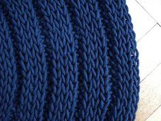 Sznurek bawełniany produkowany w jednym zakładów w Łodzi jest idealnym materiałem do tworzenia różnego rodzaju dywanów i dywaników.   Dz...