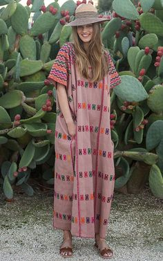Get inspired and discover Pippa Holt Kaftans trunkshow! Shop the latest Pippa Holt Kaftans collection at Moda Operandi. Mode Hippie, Bohemian Mode, Hippie Chic, Bohemian Style, Bohemian Dresses, Boho Chique, Kaftan Style, Mode Abaya, Boho Fashion