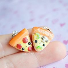 Veggie pizza The Effective Pictures We Offer You About Polymer Clay Charms miniatures A quality pict Fimo Kawaii, Polymer Clay Kawaii, Polymer Clay Charms, Polymer Clay Projects, Polymer Clay Creations, Clay Crafts, Polymer Clay Jewelry, Polymer Clay Disney, Crea Fimo