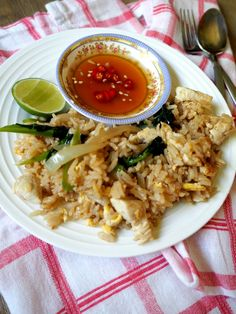 Rice (Khao Pad Gai) Thai Fried Rice (Khao Pad Gai), This recipe is super simple to make and so authentic!Thai Fried Rice (Khao Pad Gai), This recipe is super simple to make and so authentic! Thai Chicken Fried Rice, Thai Rice, Rice Recipes, Asian Recipes, Cooking Recipes, Healthy Recipes, Asian Foods, Healthy Food, Recipies