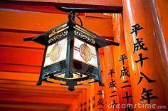 lantern-fushimi-inari-torii-kyoto-japan-14195634.jpg (400×266)