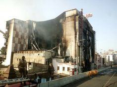 7 floor building of The Chennai Silks textile shop has collapsed to 2nd floor with great sound due to continues fire from yesterday early morning. #ChennaiUpdates www.chennaiungalkaiyil.com.