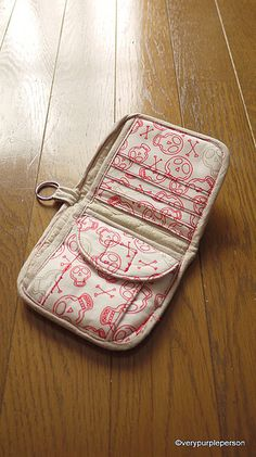 Wallet Tutorial.  I adore this pattern!  I would want it in paisley, either purple, green, or orange.